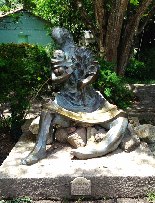 La Florista statue in Santa Lucia, Honduras